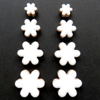 Flower Charm: White H3