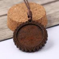 30mm Wooden Pendant: Lace